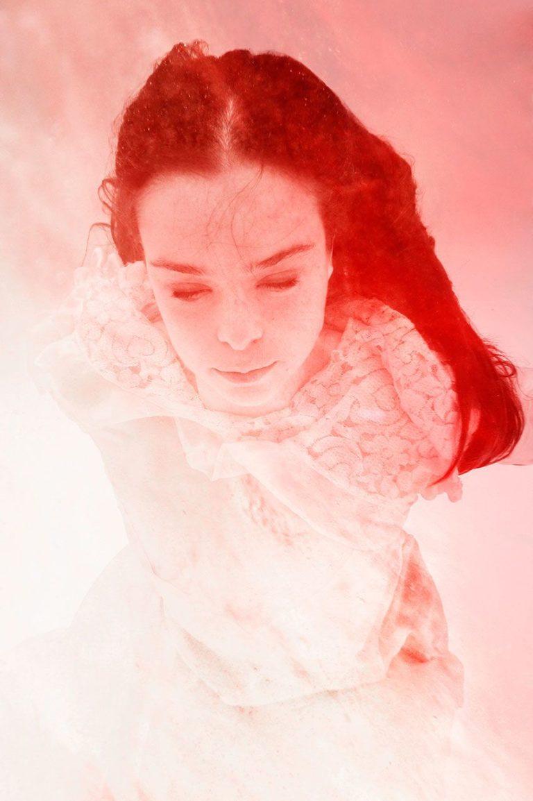 Lisa Brunner - Art Photographer - Sanguine portrait - Lluvia de Sela